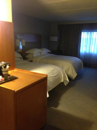 Hilton Albany: Double beds