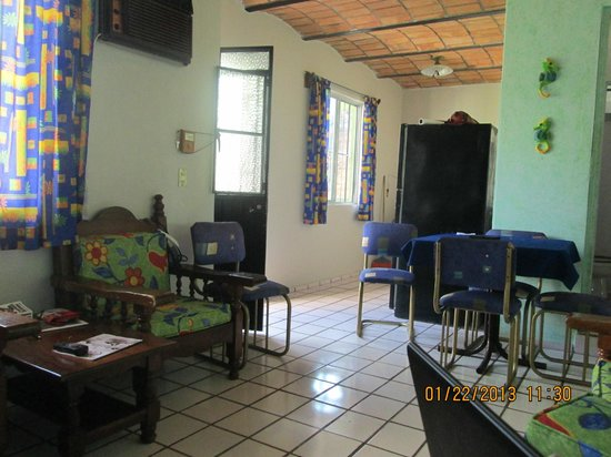 Bungalows San Miguel: Livingroom looking to kitchen from suite