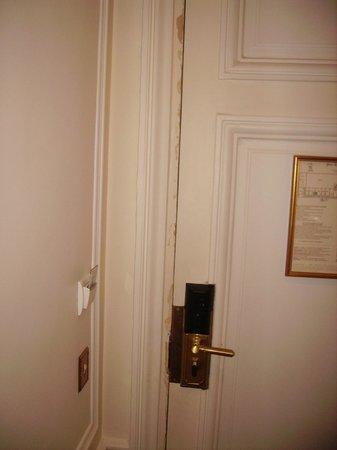 Regina Hotel: peinture porte de chambre