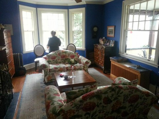 Carolina Bed & Breakfast : one of the sitting rooms where wine & apps were served
