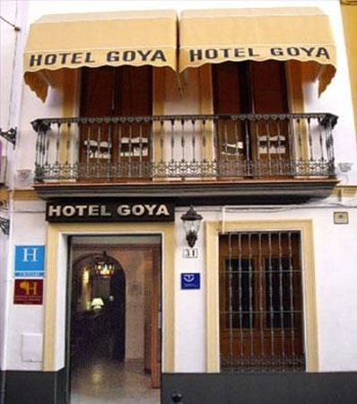 Hotel Goya: hotel facade