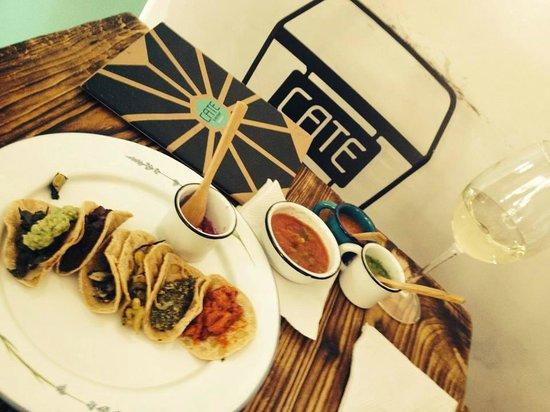 Cate de mi Corazon: Taco sampler!