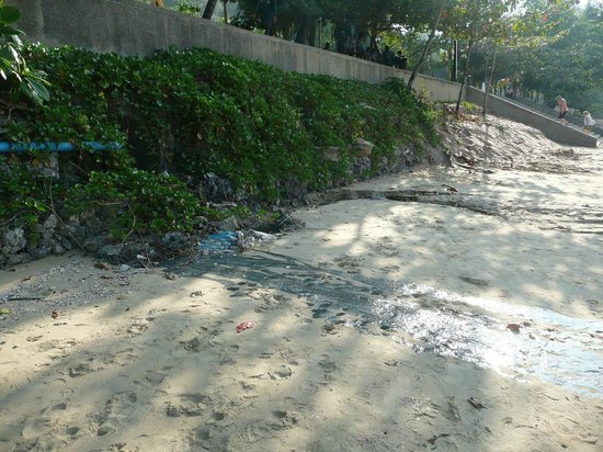 Krabi Resort: Sewage on the beach