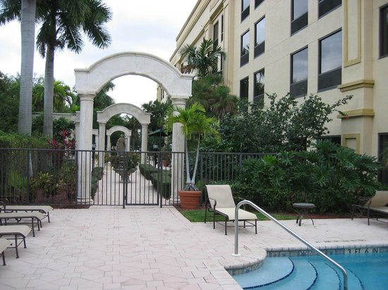 Hampton Inn Palm Beach Gardens: Court Yard