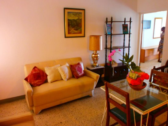 Palm View Guest House & Conference Center: living room