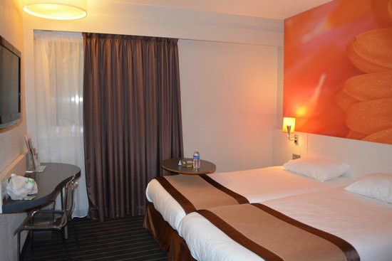 Ibis Styles Bordeaux Meriadeck: Cozy Bedroom