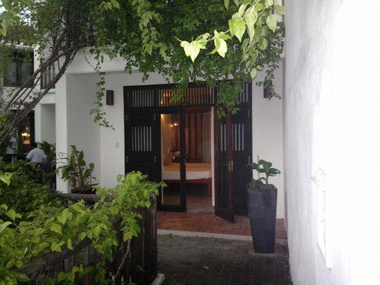 Hoi An Ancient House Resort & Spa : Entrée de chambre