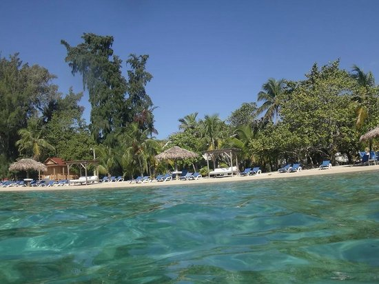Fantasy Island Beach Resort : vista desde el mar hacia la orilla de la playa