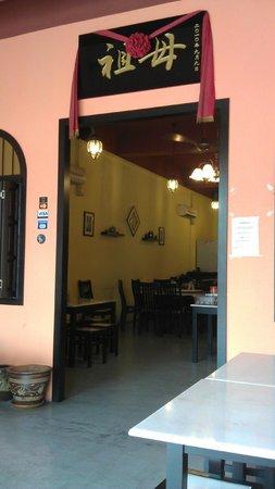 MaMa Nyonya Food: main entrance