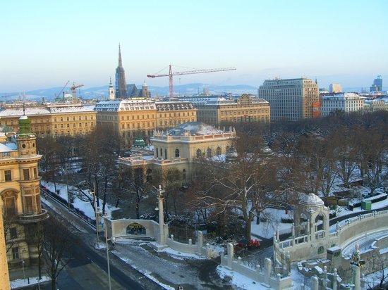 InterContinental Wien : Вид из Клубного номера на СтадПарк и Курсалон