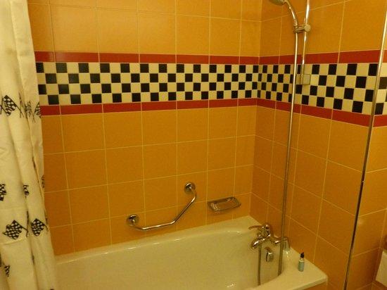 Salle de bain photo de disney 39 s hotel santa fe marne la vall e tripadvisor - Chambre hotel santa fe disney ...