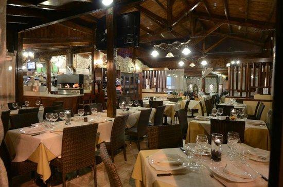 Roccaforzata, Italia: Interno - ristorante;pizzeria (Pineta)