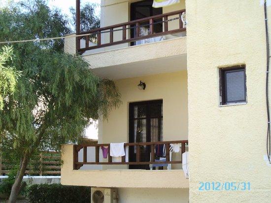 Paradise: Balkon van kamer