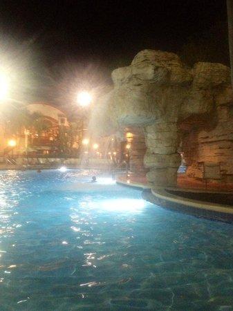 Sheraton Vistana Villages - International Drive: Big pool at night