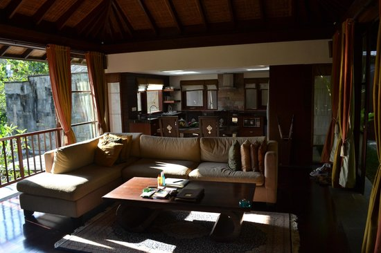 Gending Kedis Villas & Spa Estate: Living room and kitchen