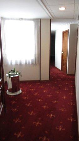 Hotel Santa Lucia: коридор