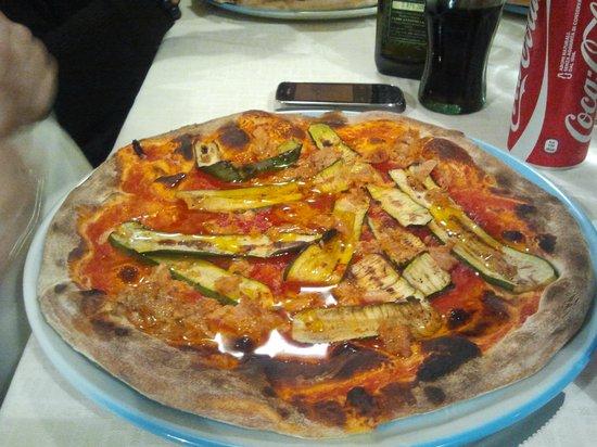 Pizzeria Alla Conchiglia: Pizza zucchine e tonno
