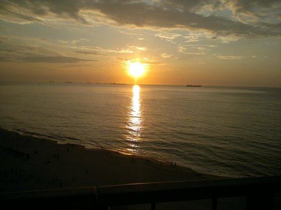 Zuana Beach Resort: Balcón terraza ,atardecer desde el piso 11