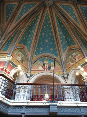 St. Pancras Renaissance Hotel London: The staircase ceiling
