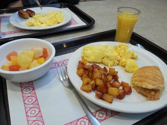 Hotel Les Suites Labelle: Our meals
