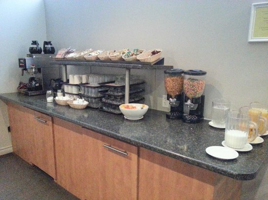 Hotel Les Suites Labelle: More breakfast options