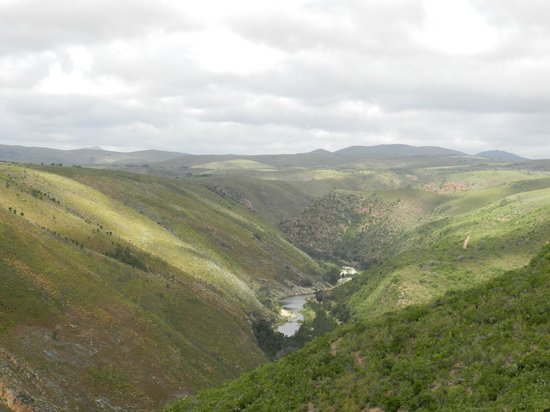Baviaans Lodge: Crossing the Kouga river