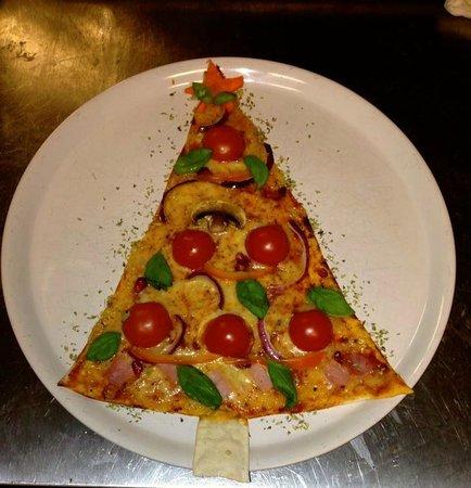 Bistro Cyrano : Christmas pizza :)