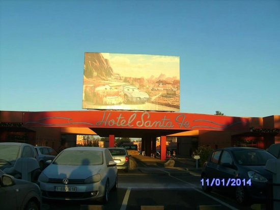 Camere Santa Fe Disneyland : On an early december morning the date is wrong picture of