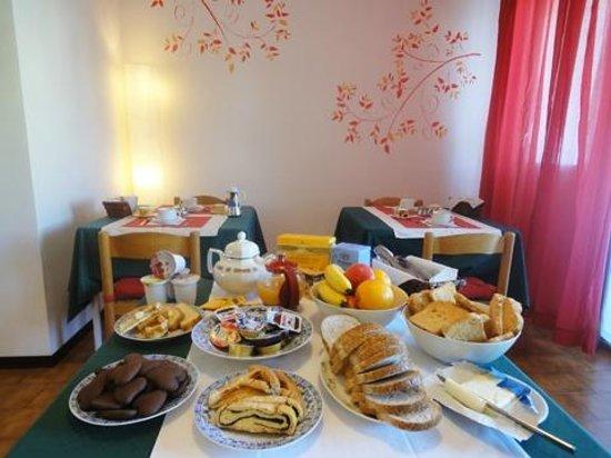 Bed and Breakfast L.G.: Sala per la prima colazione