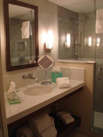 Orchid Key Inn: Luxurious bathroom