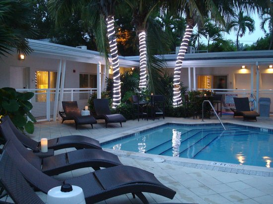 Orchid Key Inn: Cosy and relaxing pool area