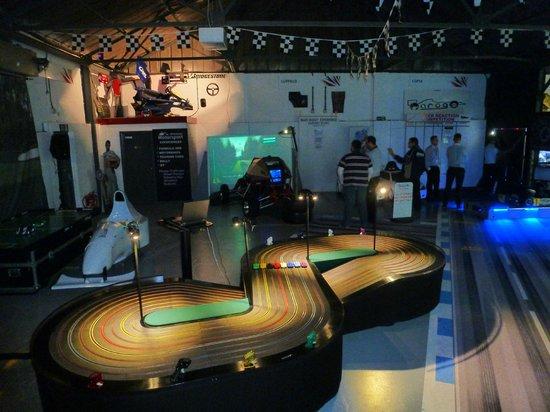 Garage51S: 8 lane Scalextric