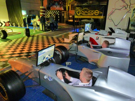 Garage51S: 3/4 size Formula One simulators