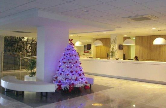 TUI Sensimar Riviera by MedPlaya: modern foyer