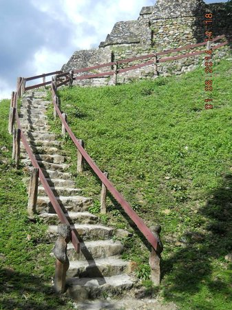 Altun Ha Ruins: stairs to top of temple