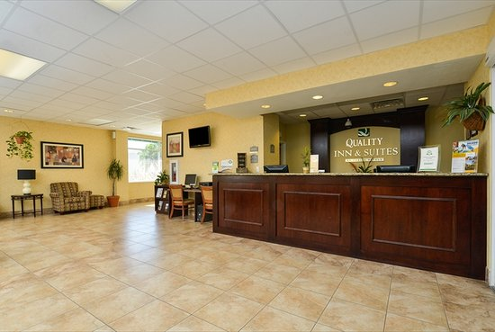 Quality Inn & Suites Near Fairgrounds Ybor City: Hotel Lobby