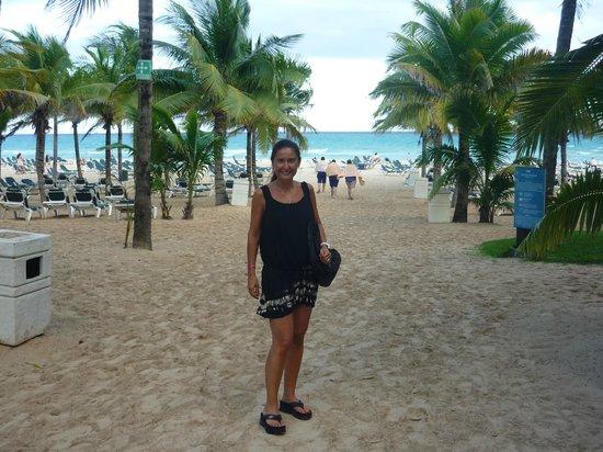 Hotel Riu Playacar : yendo a la playa desde el hotel