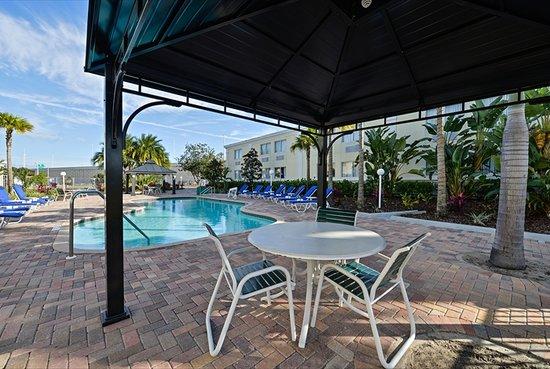 Quality Inn & Suites Near Fairgrounds Ybor City: Pool Area