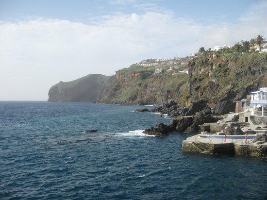 Hotel Galosol: Der Meerwasserpool und die Sonnenterrasse direkt am Meer