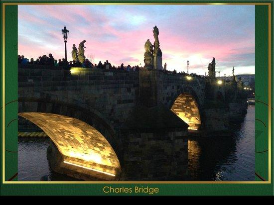 Hotel Kings Court : CHARLES BRIDGE AS SUN BEGINS TO SET