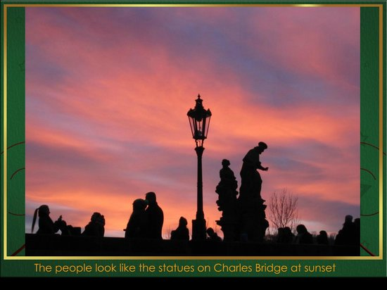 Hotel Kings Court : THE PEOPLE & STATUES ON CHARLES BRIDGE ARE ALMOST IDENTICAL AT SUNSET!