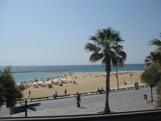 Barcelona Hotel Colonial: The beach