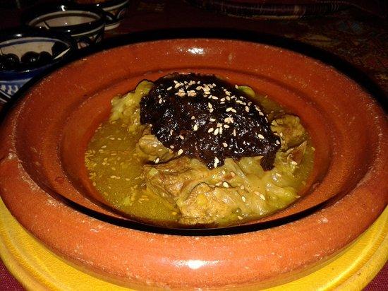 Riad Amazigh Meknes : tahin de cordero con ciruelas, delicioso.