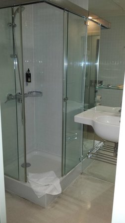 Design Metropol Hotel Prague: Shower