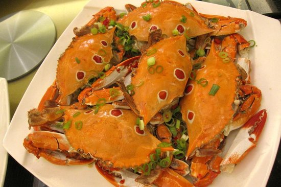 The Crystal Resort Sun Moon Lake: Beautifully prepared crab; but lots of work required for little meat