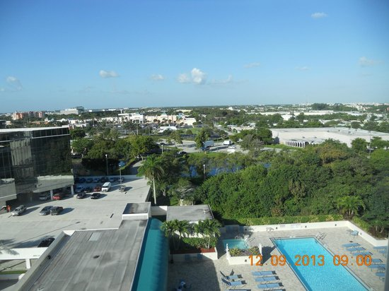 Fort Lauderdale Marriott North Hotel Pool And View