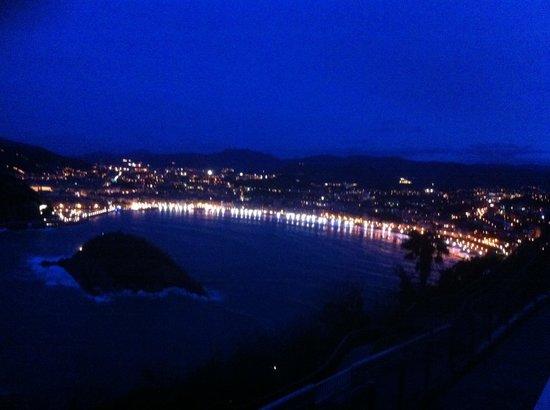 Mercure Monte Igueldo : Looking down to San Sebastian at night