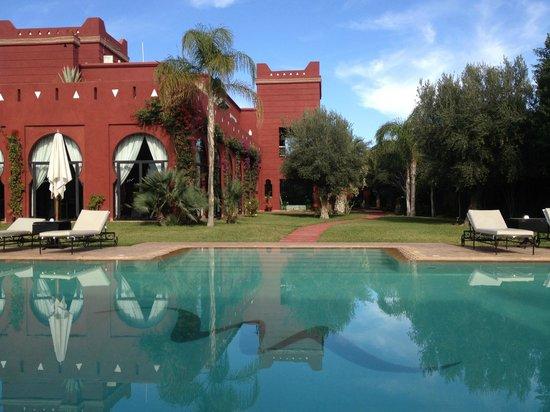El Miria Palais Riad : piscine vue du restau extérieur