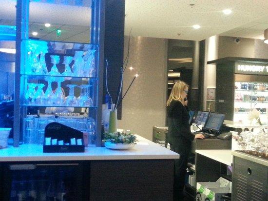 Park Inn by Radisson Lille Grand Stade : Bar and reception