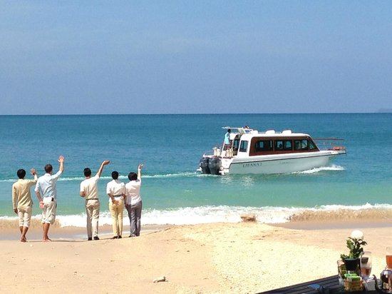 Layana Resort and Spa: waving off some guests in The Layanas speedboat